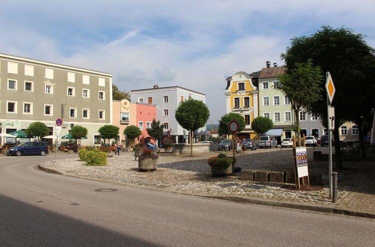 1laufenstadtplatz
