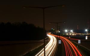 Autofahrt bei Nacht