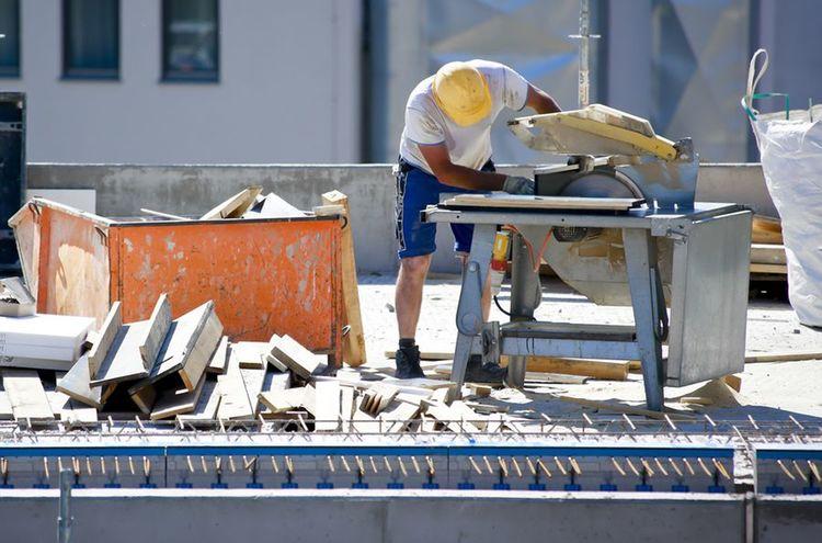 Bauarbeiter Auf Dach