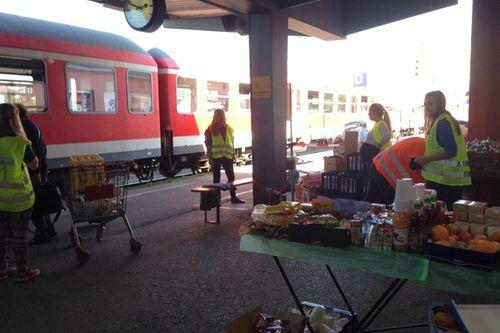 Fluechtlinge Bahnhof Freilassing Helfer 1