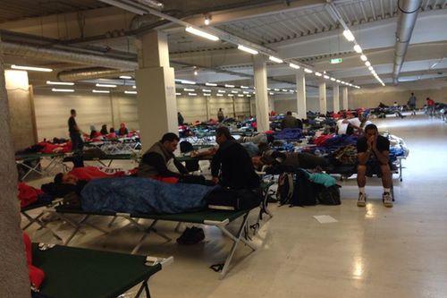 Fluechtlinge Industriehalle Freilassing 1