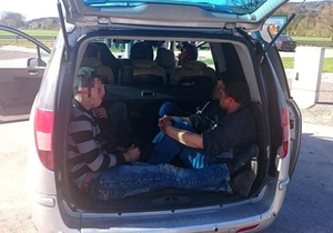 fluechtlinge-kofferraum