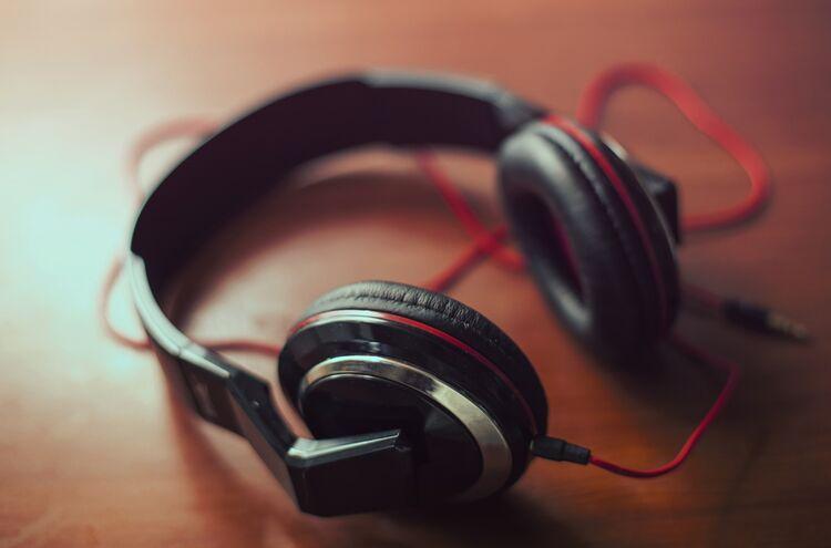Headphones 407190 1920 2