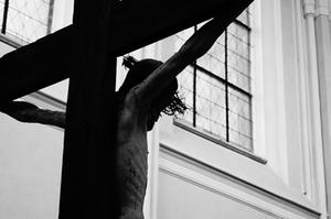 jesus-am-kreuz-symbolbild