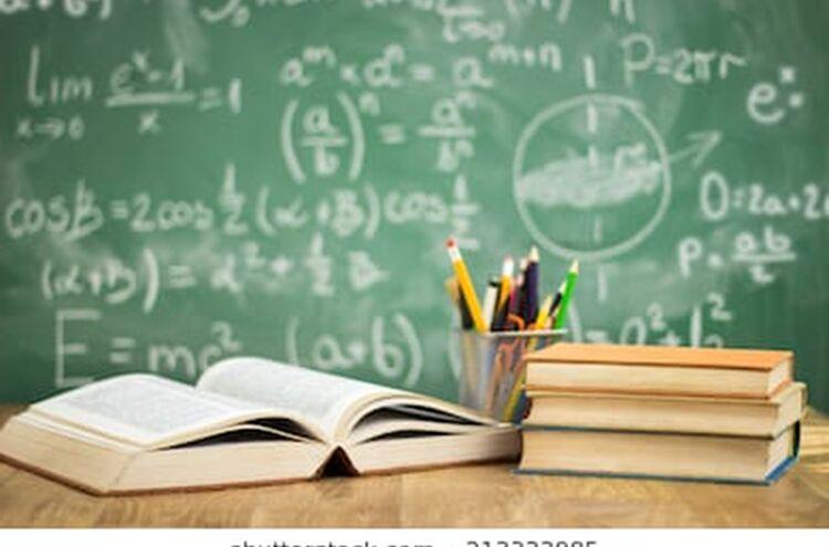 Schultunterricht Ausfall Tafel Buecher Stifte