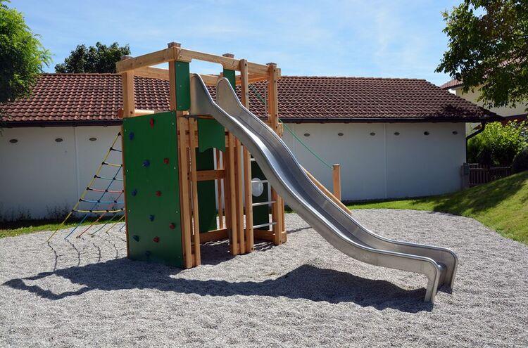 Spielplatz Vachendorfer Ring Saniert Spielturm