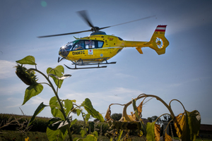 Hubschrauber rückt nach Verkehrsunfall an