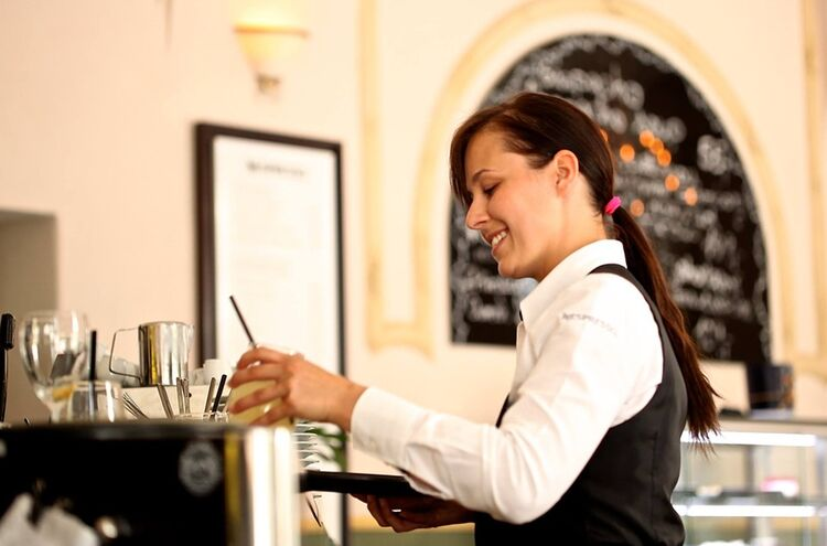Waitress 2376728 960 720