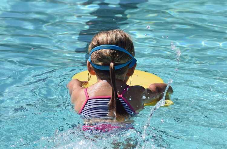 Young Swimmer 2494904 1920